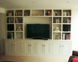 Fitted media centre